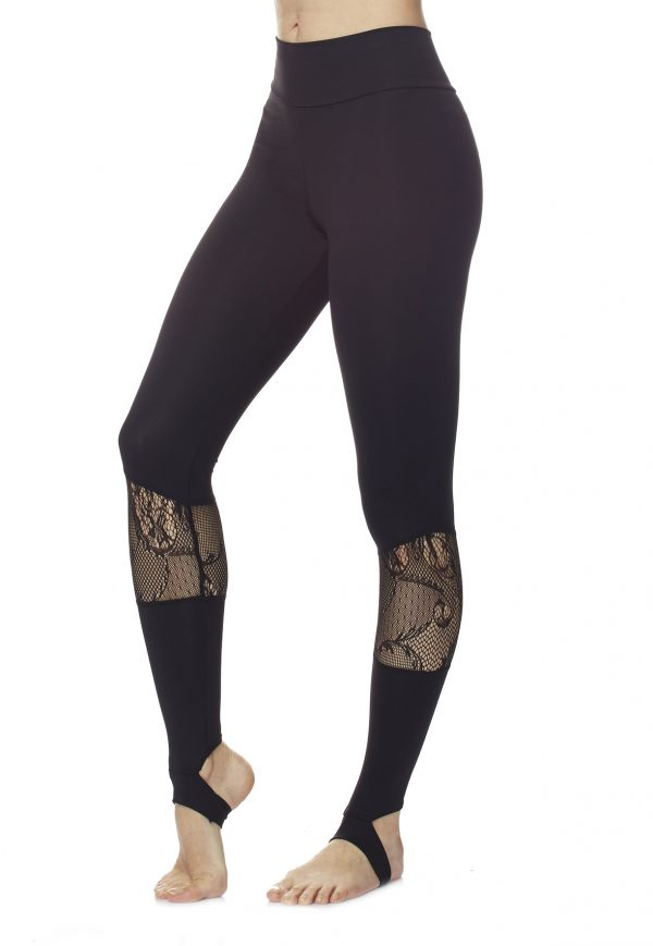 Legging pour le sport, fitness et la danse Grâce a sa coupe fuselée et a son élasticité, ce legging vous permettra une grande liberté de mouvements. Sa taille possède un empiècement large donnant un grand confort, un maintient et surtout galbe la silhouette. Sa matière Lycra confortable a une grande capacité d'abortion. Ses détails en dentelle au niveau des mollets apportent une touche de féminité et d'élégance. Ce legging peut se porter en pantalon ou en version fuseau /étrier.