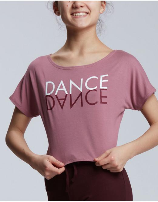 T-shirt court pour les danseuses La coupe du t-shirt est floue et est légèrement plus long à l'arrière. Son tissu stretch permet une grande liberté de mouvement. Vous pouvez le porter par-dessus un justaucorps ou un débardeur pour compléter votre tenue de danse. Le logo DANCE en miroir est floqué sur le devant. Par son tissu d'origine végétale au toucher naturel très doux, ce t-shirt a une grande capacité d'absorption.
