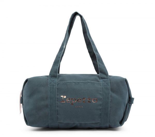 Le Sac Polochon est un classique de la collection sacs de danse. Sa forme ronde et pratique offre une utilisation idéale pour ranger toutes les affaires de danse. Ses grandes anses permettent un porté épaule. Son velours est de haute qualité. Le Sac se ferme par un zip. Une poche plaquée avant. Une poche zippée intérieure permet de ranger les petits accessoires pour les cheveux. Le logo Repetto est en or rose. Ce sac se porte à l'épaule. Ce sac polochon, est un grand classique, il peut facilement se porter à la ville, comme pour aller en cours de danse! Idéal: Comme Cadeau de Noel !