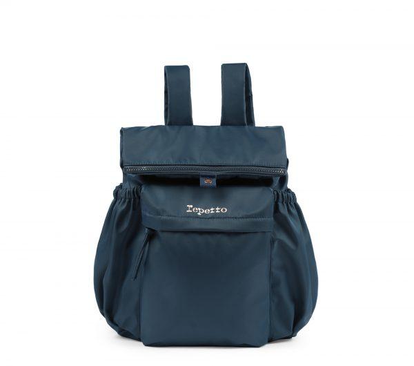 Ce sac à dos,au format très pratique, convient parfaitement à toutes celles qui souhaitent se déplacer tout en ayant les mains libres. Son système de fermeture à boucle permet d'attacher le haut du sac pour un porté différent. Cette originalité, alliée à une matière en nylon élégante et souple, en font un sac moderne et féminin. Ce sac se ferme par un zip. Il possède des bretelles ajustables et une poche avant zippée. Ce sac a deux poches côtés extérieures. Logo Repetto est or rose. Couleur: ♥ Bleu pétrole Ce sac à dos peu également se porté en sac à main! Idéal: Comme Cadeau de Noel pour les ados et les adultes!