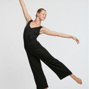 Description: Idéal pour toutes les danses. Combinaison 7/8 en viscose fripé mettra en évidence tous les mouvements du corps ,cette combinaison est idéale pour la pratique de la danse .Avec son tissu stretch et sa coupe large au niveau des jambes cette combinaison vous laissera une grande liberté de mouvement Composition :95% Viscose, 3.5% Polyamide, 1.5% Elasthanne Couleur: ♥ Noir Tailles: XS.S.M Le plus: Vous pouvez porter cette combinaison pour vos soirées dansante. conseil adc danse : Agrémenter d une belle paire de chaussures a talons vous serez a tomber par terre 😉😉😉