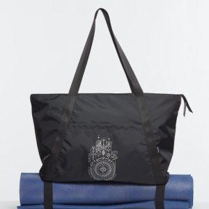 Ce joli Sac de Yoga es conçu pour transporter son tapis de yoga grace a ses attaches Grande capacites pour transporter ses accessoires.