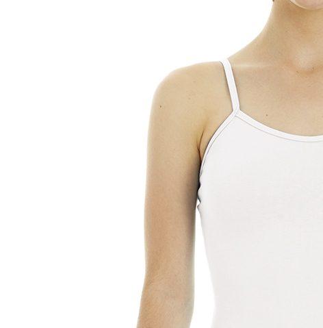 Ce justaucorps avec jupette fait parti de la gamme des essentiels d'une danseuse. Justaucorps à bretelles fines est en coton élasthanne. Sa coupe simple mettra en avant votre silhouette et vos mouvements. Il y a des découpes princesses sur le devant . Son encolure est ronde devant et dos. La jupette intégrée et ton sur ton, elle est en mousseline fluide. La jupette coupe en cercle est plus longue derrière Agréable à porter, confortable, ce justaucorps est grandement absorbant. Il convient parfaitement aux enfants, ados et adultes.