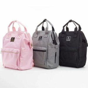Le Studio Bag est le sac parfait pour vous accompagner à vos cours de danse ! Ce sac à dos est à fois pratique, élégant et esthétique. Il peut être à la fois porté à la main ou sur les épaules (bretelles ajustables). Il est équipé de 12 poches pour être ultra organisé : 4 poches extérieures (2 zippées devant et dos, 2 sur les côtés), 8 poches intérieures (1 zippée, 7 poches ouvertes dont 3 isotherme). Extérieur en polyester résistant à l'eau. Doublure facile à nettoyer.